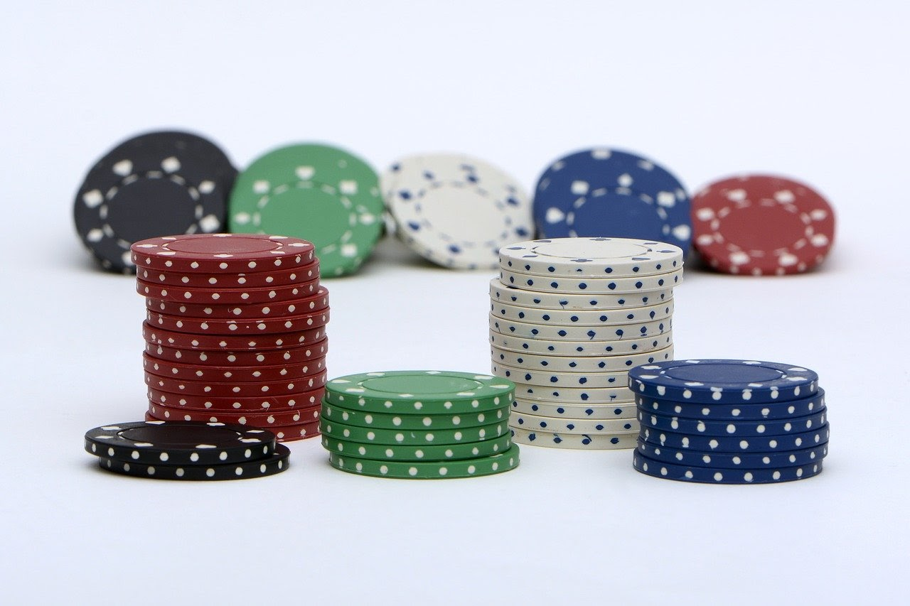 Strategy to Play Short Stack in Poker Tournament